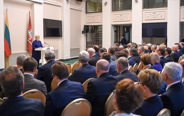 Prezidentė diplomatams: Lietuvai reikia patikimų investicijų