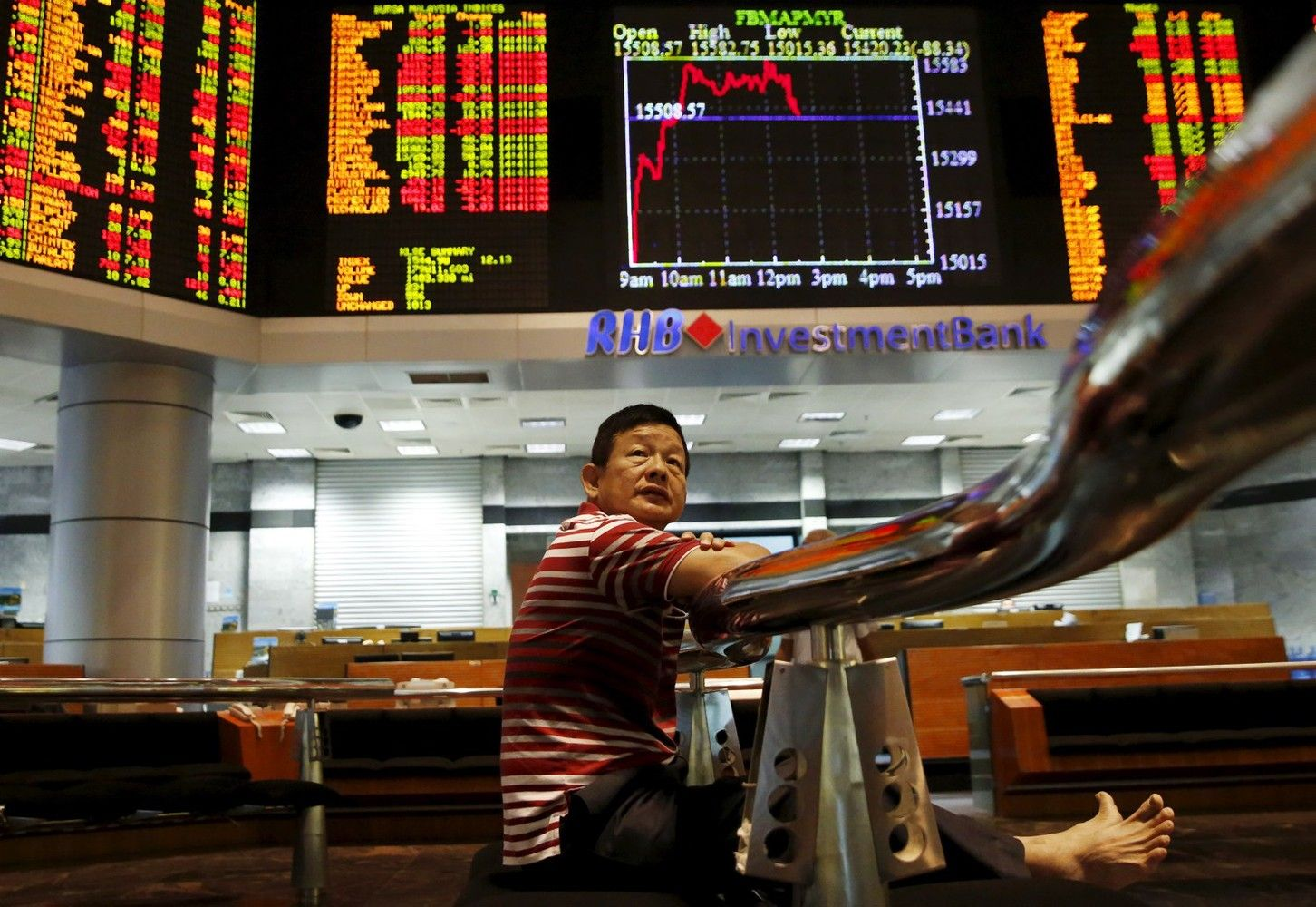 Asia Stocks Mixed; Oil Extends Gain to Eighth Day: Markets Wrap