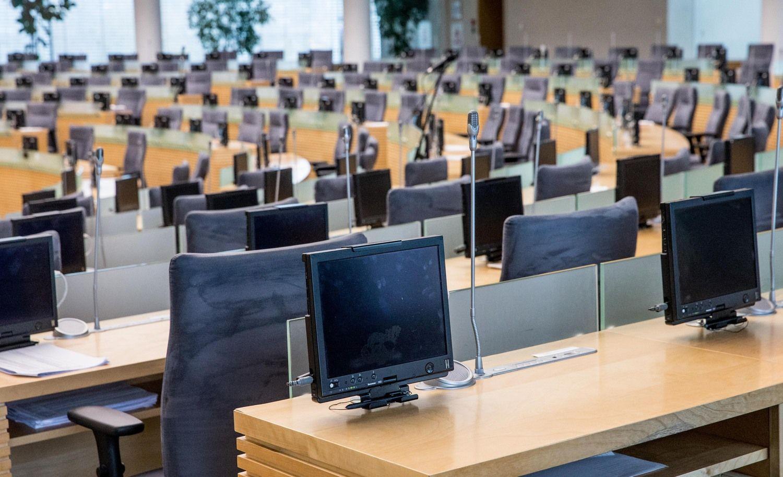 Dėl urėdijų dar kartą pratęsta Seimo sesija