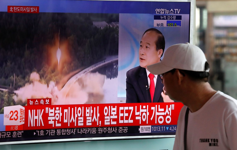 Šiaurės Korėja teigia pirmą kartą išbandžiusi tarpžemyninę balistinę raketą