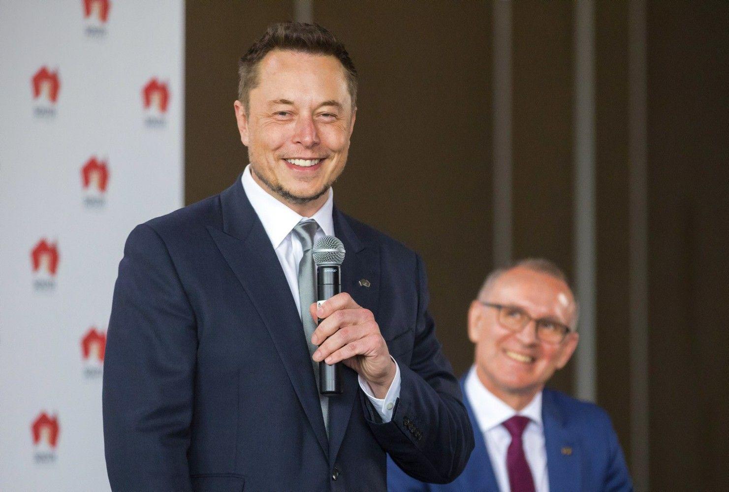 """""""Tesla"""" Australijoje statys didžiausią pasaulyje ličio jonų bateriją"""