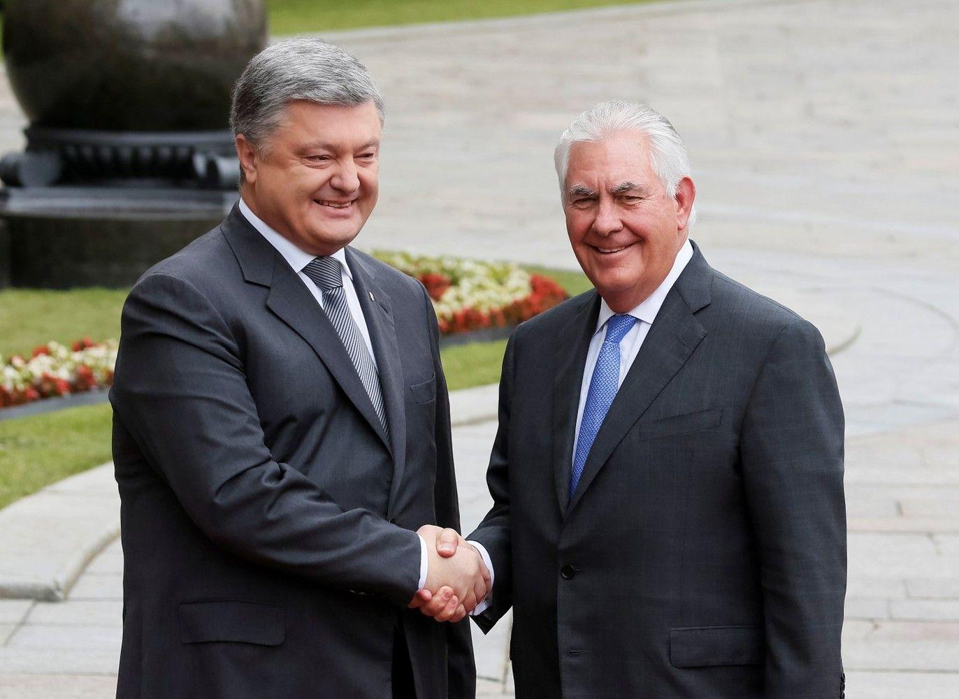 Tillersonas aplankė Kijevą, patikino dėl sankcijų Rusijai