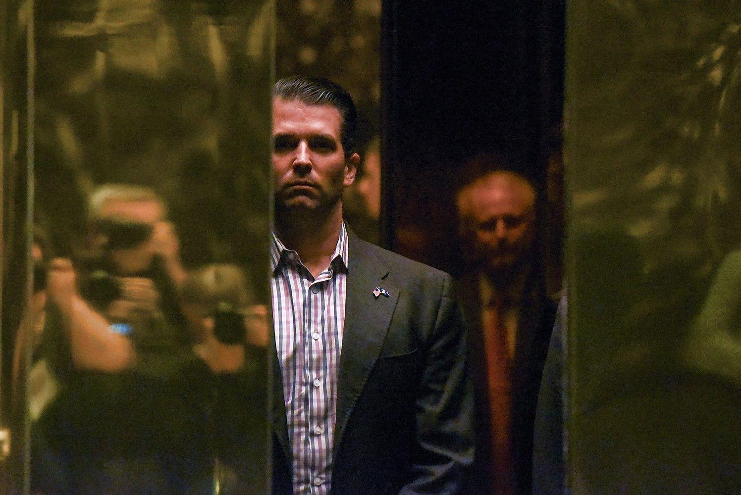 Trumpo sūnus buvo susitikęs su ruse, žadėjusia informacijos apie Clinton