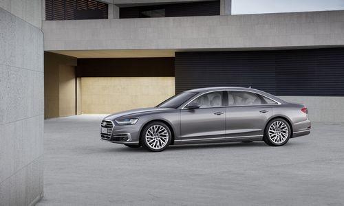 """""""Audi"""" pristato A8: spūstyse perims vairą"""