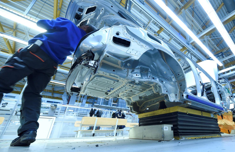 """""""Brexit"""" kelia grėsmę Vokietijos automobilių pramonės darbuotojams"""