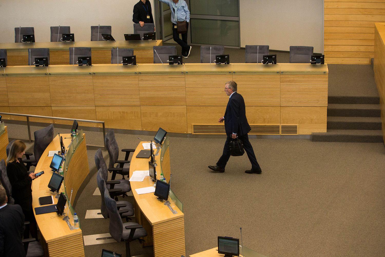 Užbaigę urėdijų epopėją Seimo nariai baigė ir sesiją