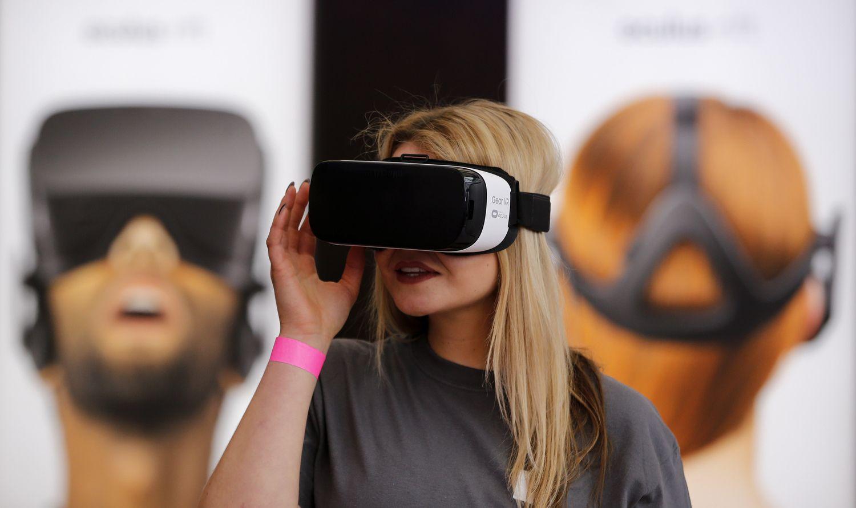 """""""Facebook"""" ruošiasi pristatyti virtualios realybės akinius už 200 USD"""