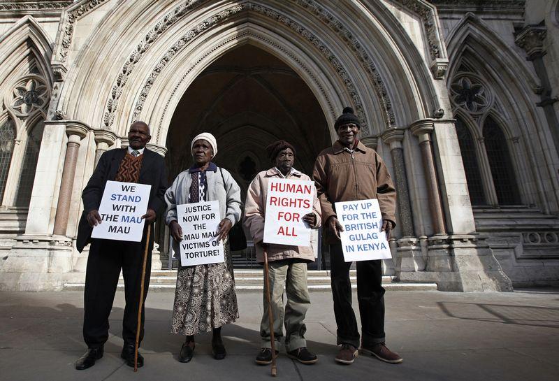 """Kikujai iš Kenijos Londone reikalauja atlyginti už tautai padarytas skriaudas, 2011 m. SUZANNE PLUNKETT/(""""REUTERS"""") nuotr."""