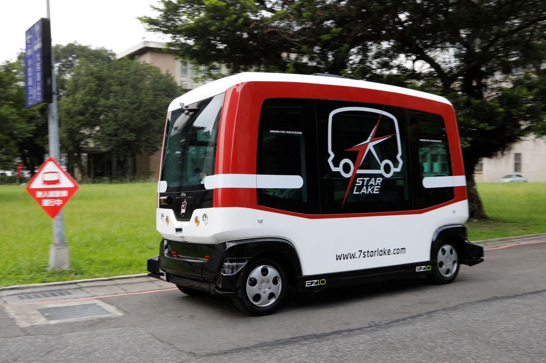 Talino centre keleivius veš du savavaldžiai autobusai