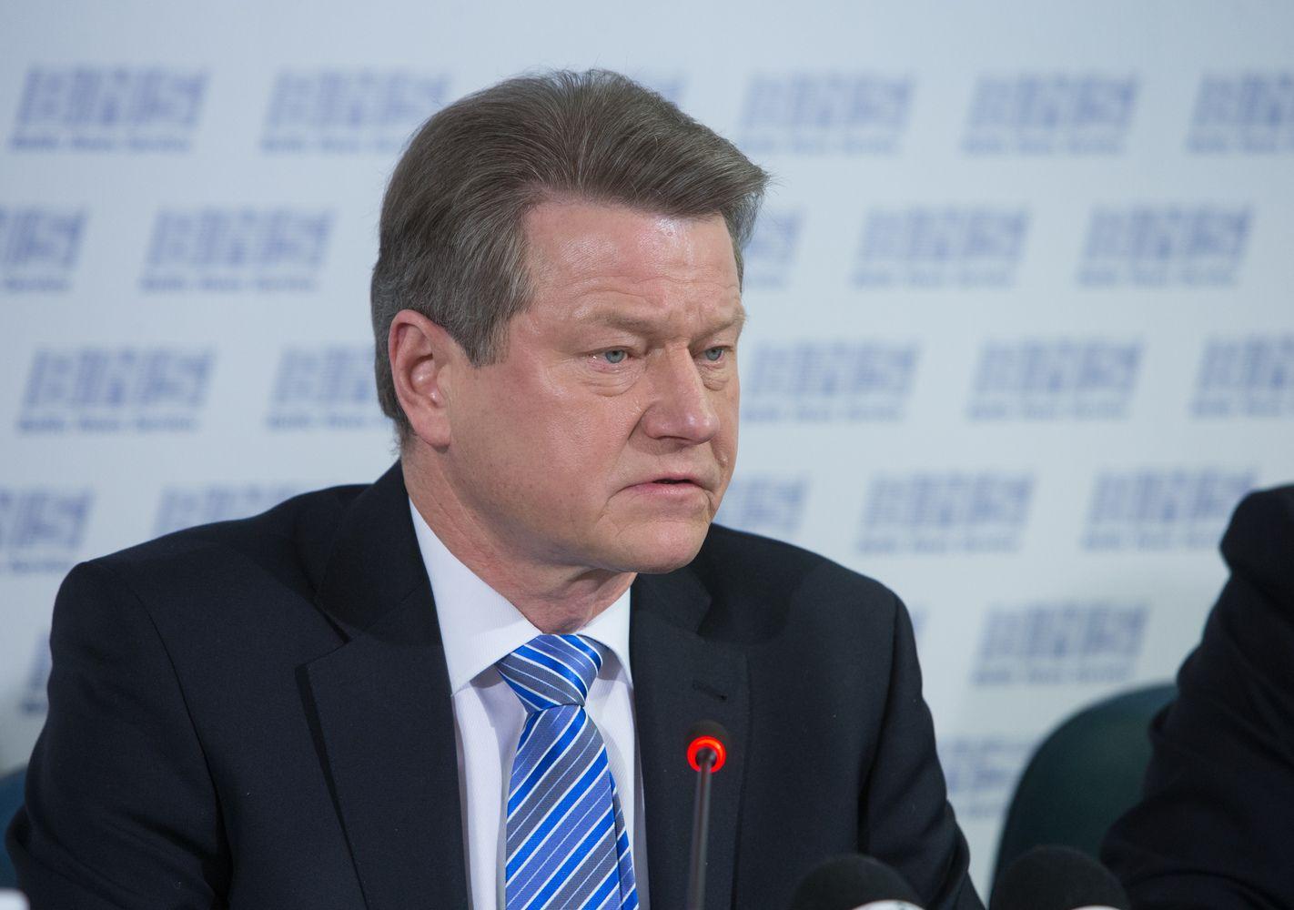 Rolandui Paksui pareikšti įtarimai prekyba poveikiu