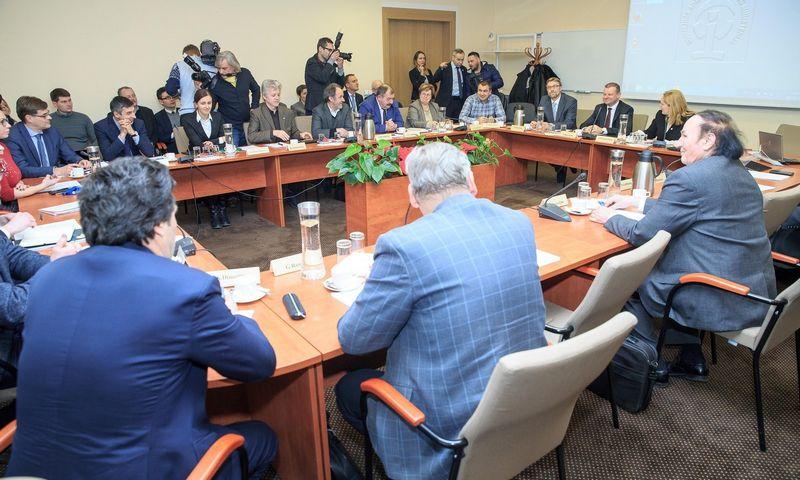 Trišalė taryba prie Nacionalinio susitarimo dėl valstybės pažangai būtinų reformų projekto aptarimo grįš rugsėjo pradžioje. Vladimiro Ivanovo (VŽ) nuotr.