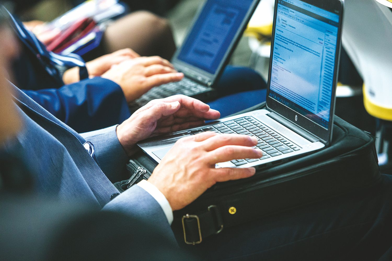 Žirklės žiniasklaidoje: tarp spaudos ir interneto