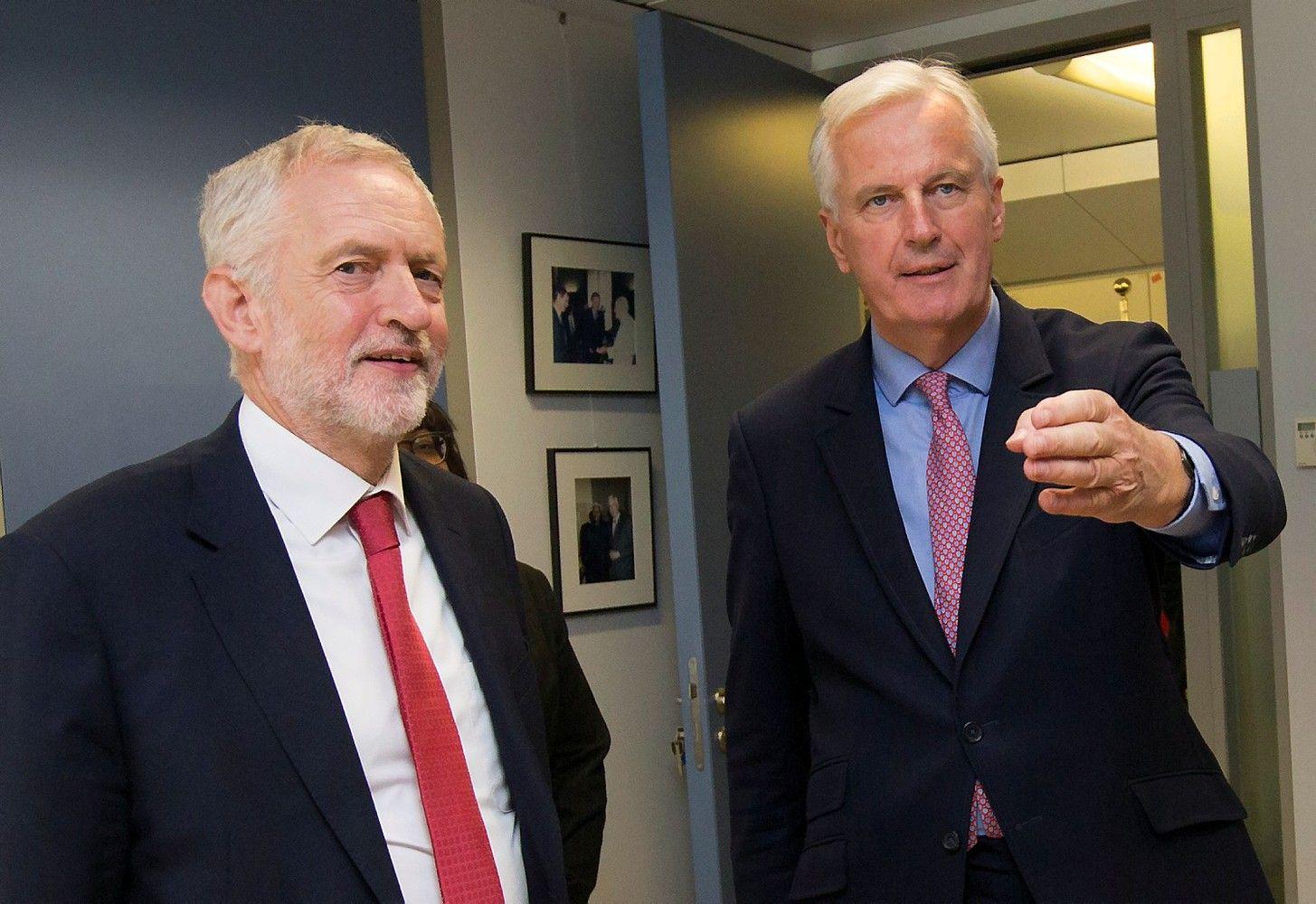 """""""Brexit"""" derybos tęsiasi: britaišvelnina toną"""