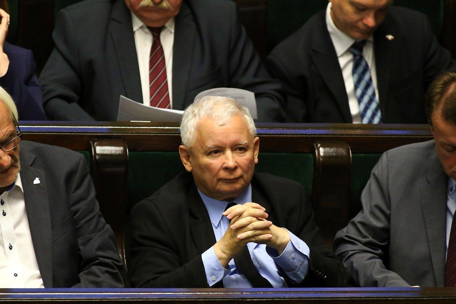 Lenkija pritarė teismų reformai dėl kurios ES žadėjo precedento neturinčias sankcijas