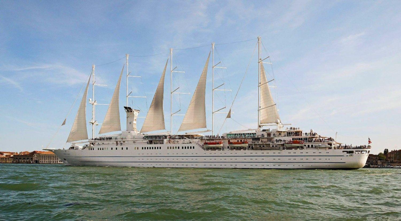 Klaipėdoje įpusėjo kruizų sezonas: vieši išskirtinis burinis laivas
