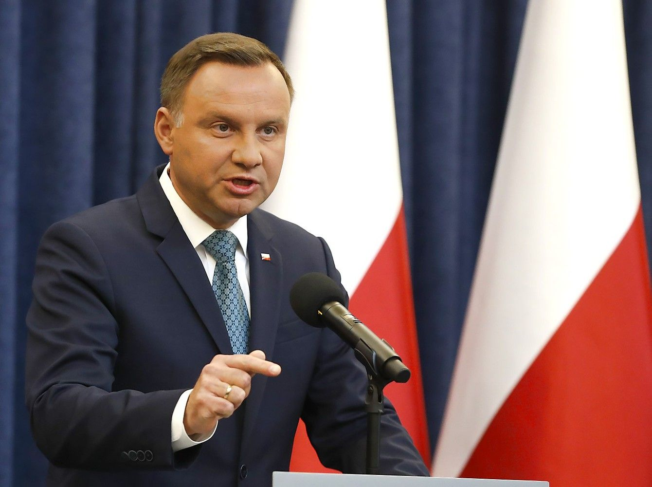 Lenkijos prezidentas Dudavetuos šaliesteismų reformą