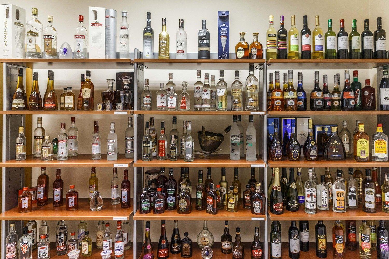 Didesni akcizai alkoholiui: poveikis prekybai ir mokesčiams