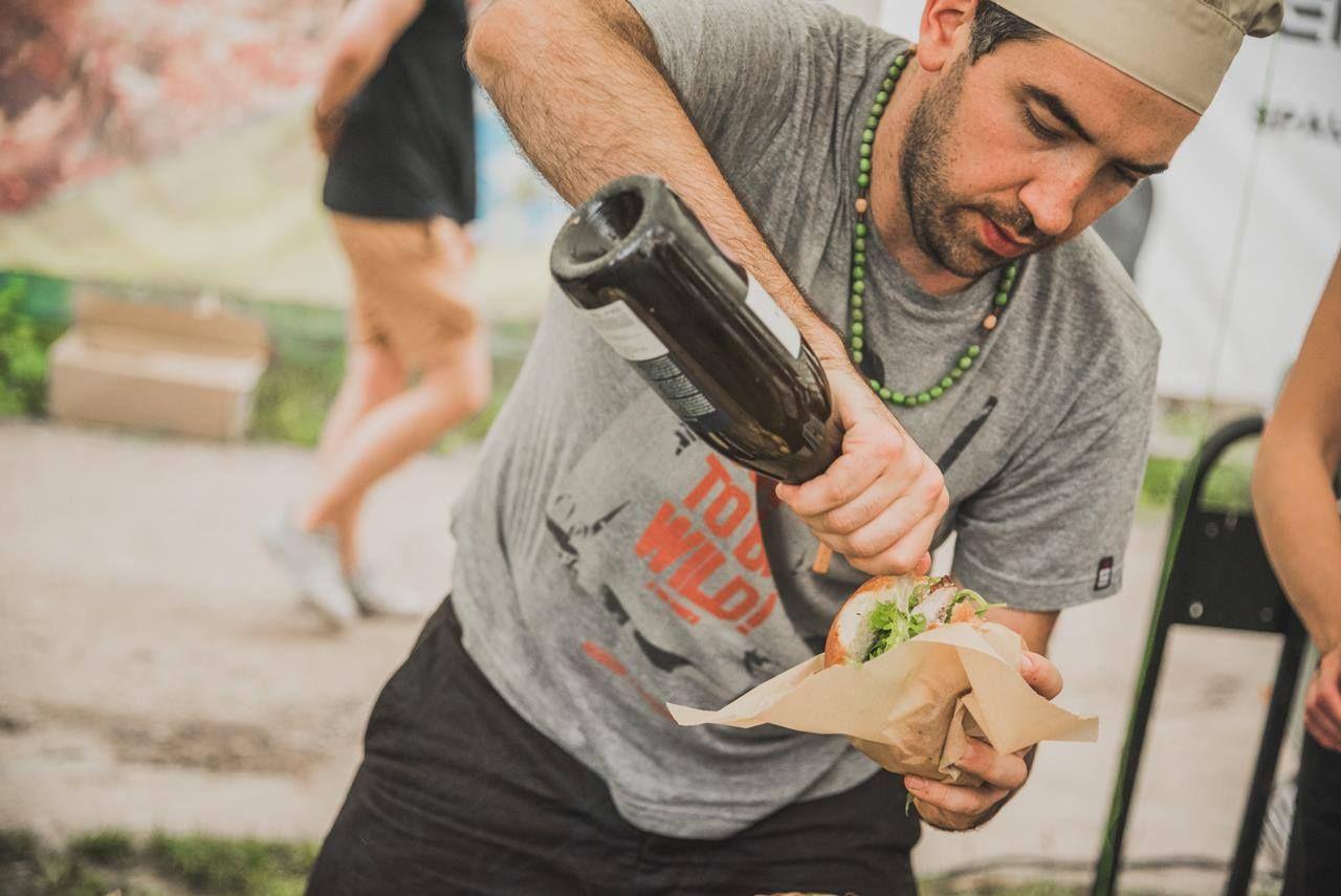 """""""Burger Fest"""" skelbia mėsainių su Kobės jautiena ir auksu aukcioną"""