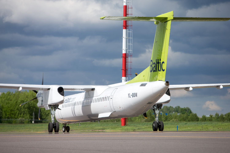 """""""airBaltic"""" pirmą pusmetį iš Lietuvos skraidino 29% daugiau keleivių"""
