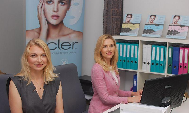 """Birutė Kaušilaitė (kairėje) ir Ineta Putnienė, """"PharmaDIA"""" įkūrėjos, dėl verslo metė darbus farmacijos įmonėse. Bendrovės nuotr."""