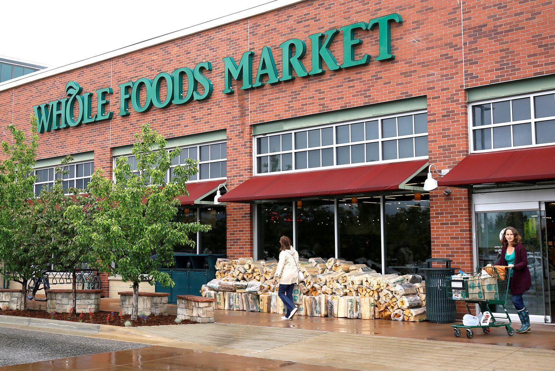 """Apskundė """"Amazon"""" sandorį su """"Whole Foods"""""""