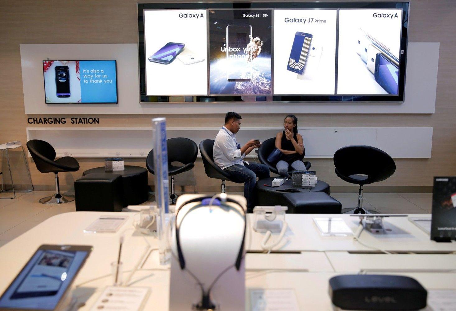 """""""Samsung"""" tapo pelningiausia technologijų įmone pasaulyje"""
