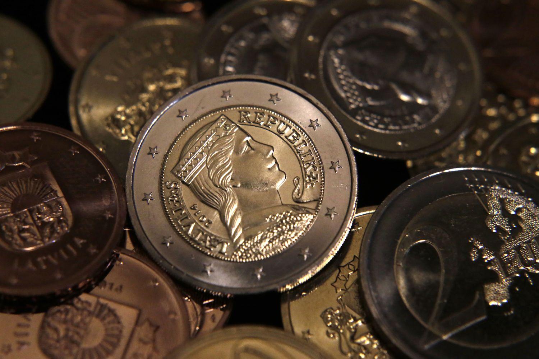 Latvijapadidino akcizusalkoholiui ir degalams, tęsia mokesčių reformos priėmimą