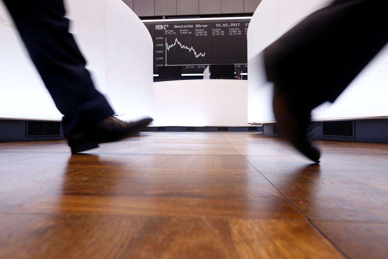 Global Stocks, U.S. Futures Tumble on Tech Selloff: Markets Wrap