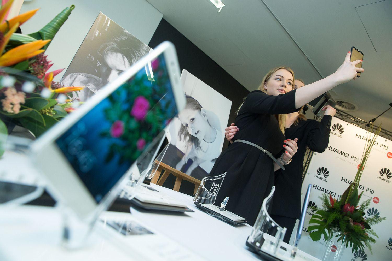 """""""Huawei"""" toliau didina telefonų rinkos dalį, taip pat ir Lietuvoje"""