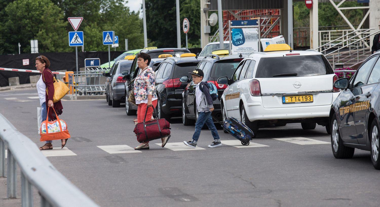 Konkurencijos taryba sukritikavo norą reguliuoti taksi kainas oro uoste