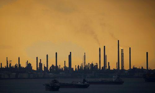 Naftos milžinės išmoko dirbtižemų kainų aplinkoje