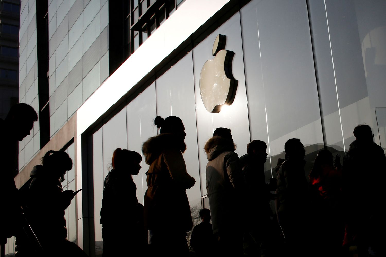 """Po rezultatų paskelbimo """"Apple"""" akcijos šoko į naujas aukštumas"""
