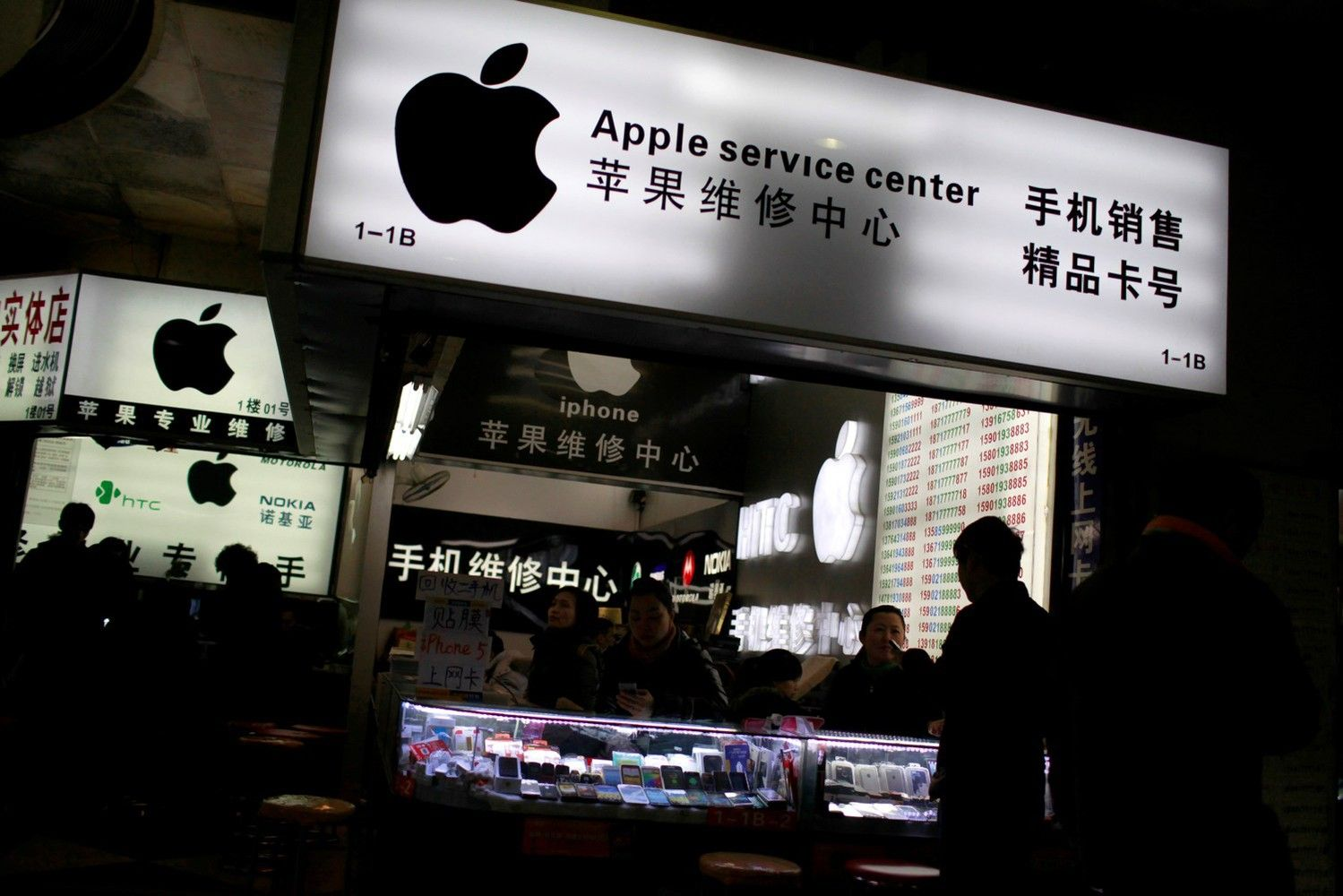 Technology Shares in Asia Buoyed by Apple Results: Markets Wrap