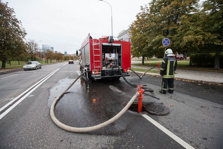 VRM prašo tarnybinės etikos sargų įvertinti ugniagesių vadą