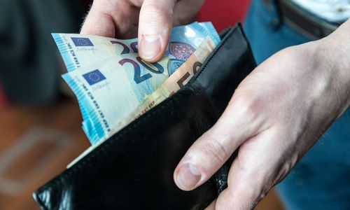 Estijoje deramasi dėl 500 Eur MMA