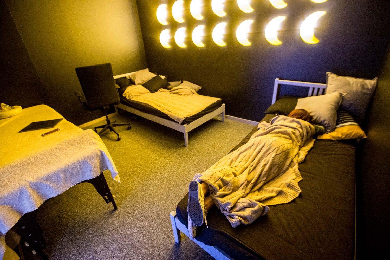 Šiuolaikinių biurų poilsio erdvės: darbe galima ir pamiegoti