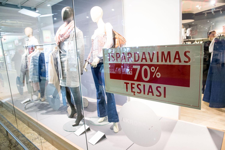 Keičiasi vartotojų elgesys per išpardavimus