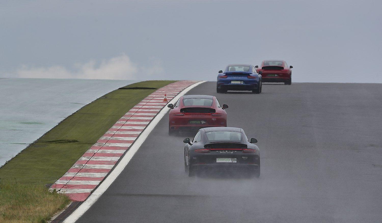 """VŽ bando """"Porsche"""": euforijos pakaitalas""""Formulės 1"""" lenktynių trasoje"""