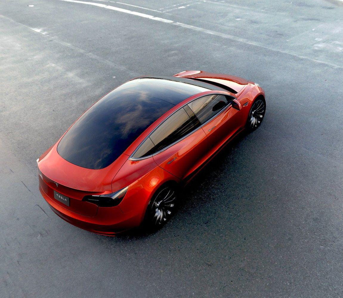 """Lėšų """"Model 3"""" gamybai """"Tesla"""" dairosi obligacijų rinkoje"""