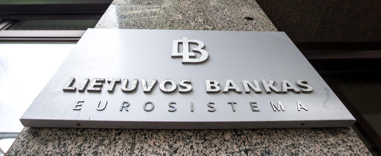 "Lietuvos bankas tirs, kaip ""Swedbank"" ir ""Taupkasė"" informuoja klientus"