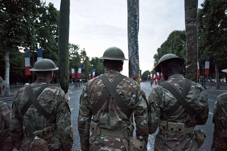 Paryžiaus priemiestyje automobilis rėžėsi į karius, įtariamasis sulaikytas