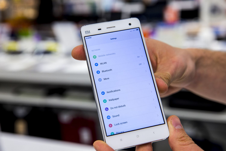 """""""Xiaomi"""" aplenkė """"Vivo"""", pateko į populiariausiųjų penketuką"""