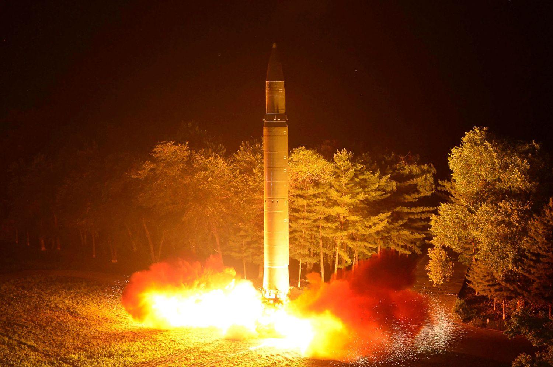 Šiaurės Korėja grasina link Guamo pasiųsti 4 raketas