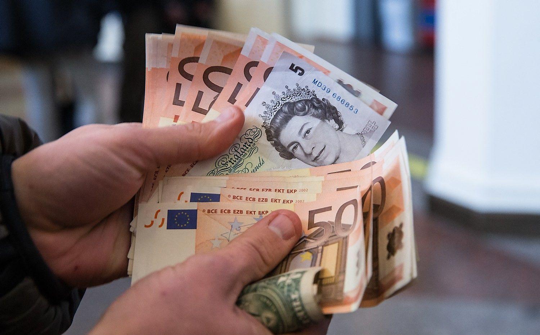 Pranašauja euro ir svaro sterlingų paritetą