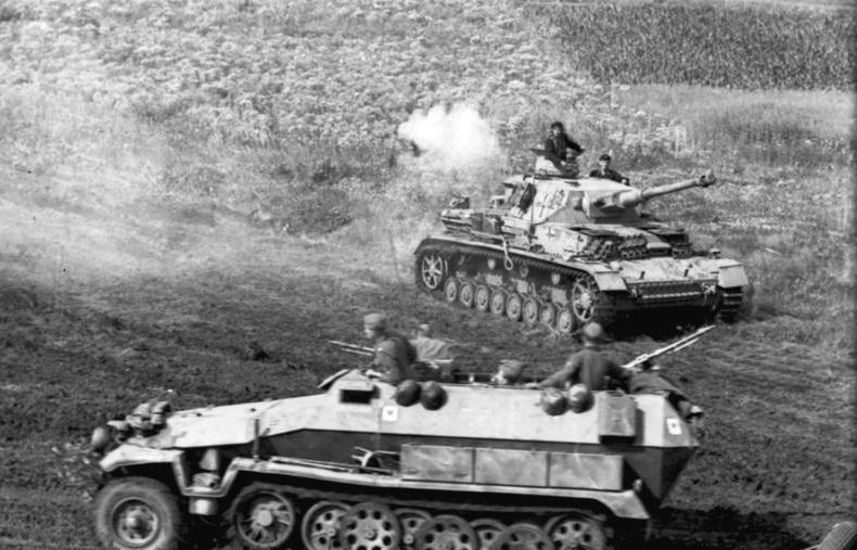 """""""Iliustruotoji istorija"""": didžiausiame istorijoje tankų mūšyje susirėmė 2 mln. vyrų"""