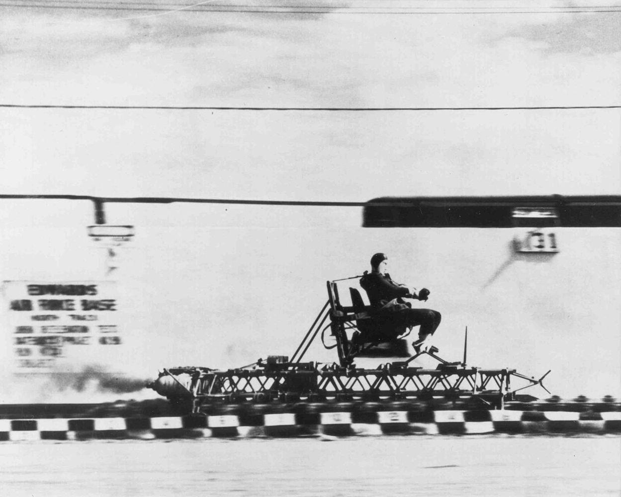 """""""Iliustruotoji istorija"""": greičiausias žmogus žemėje pasiekė 1.017 km/val. greitį"""