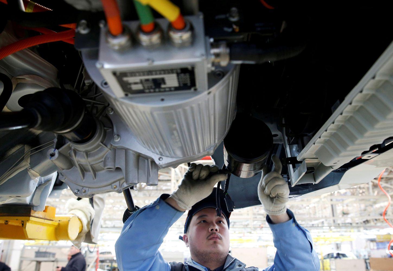 Automobilių pramonė virsta aukštyn kojom – į sceną išeina dalių gamintojai