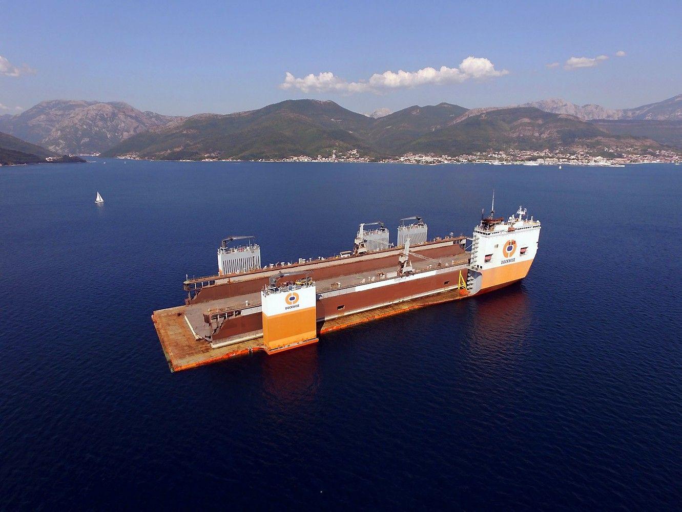 Gigantiškaslaivas į Klaipėdą atplukdo VLG doką