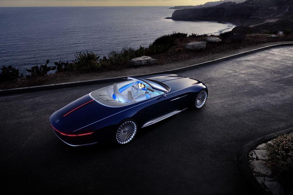 """""""Mercedes-Benz"""" parodė """"Maybach"""" kabrioletą, kurio neįmanoma nusipirkti"""