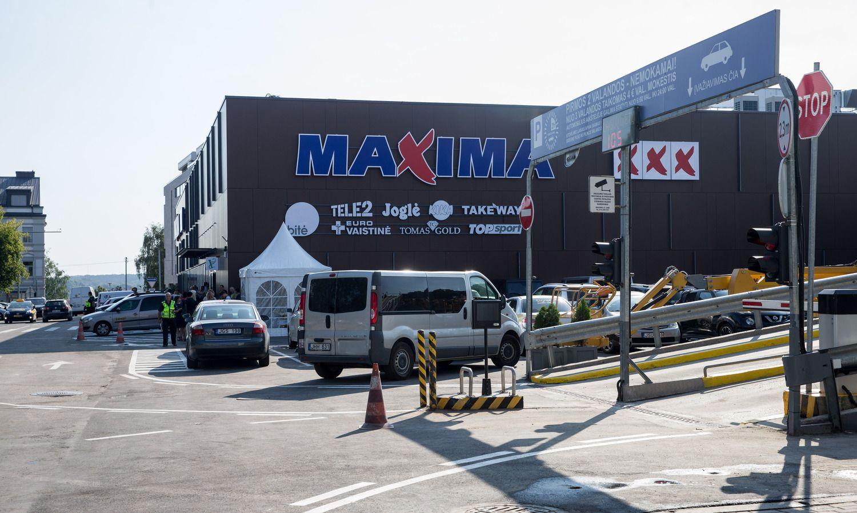 """Dėl prakiurusių lubų sustabdė Mindaugo """"Maximos"""" darbą"""